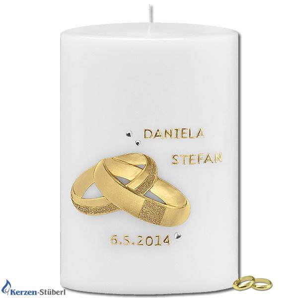 Abbildung einer modernen Hochzeitskerze mit goldenen Trauringen Test