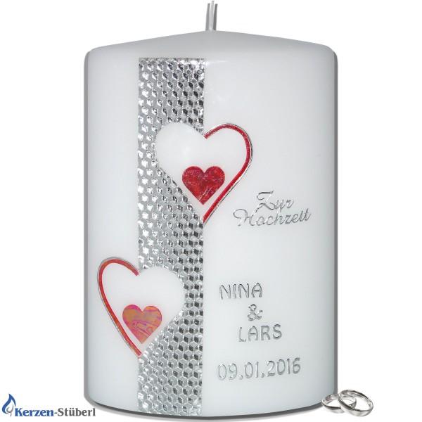 Moderne Hochzeitskerze mit Herzen